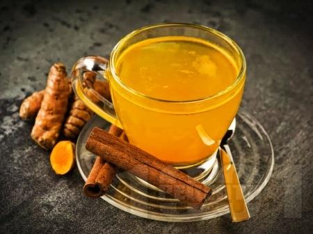 Здравословен традиционен чай от куркума - снимка на рецептата
